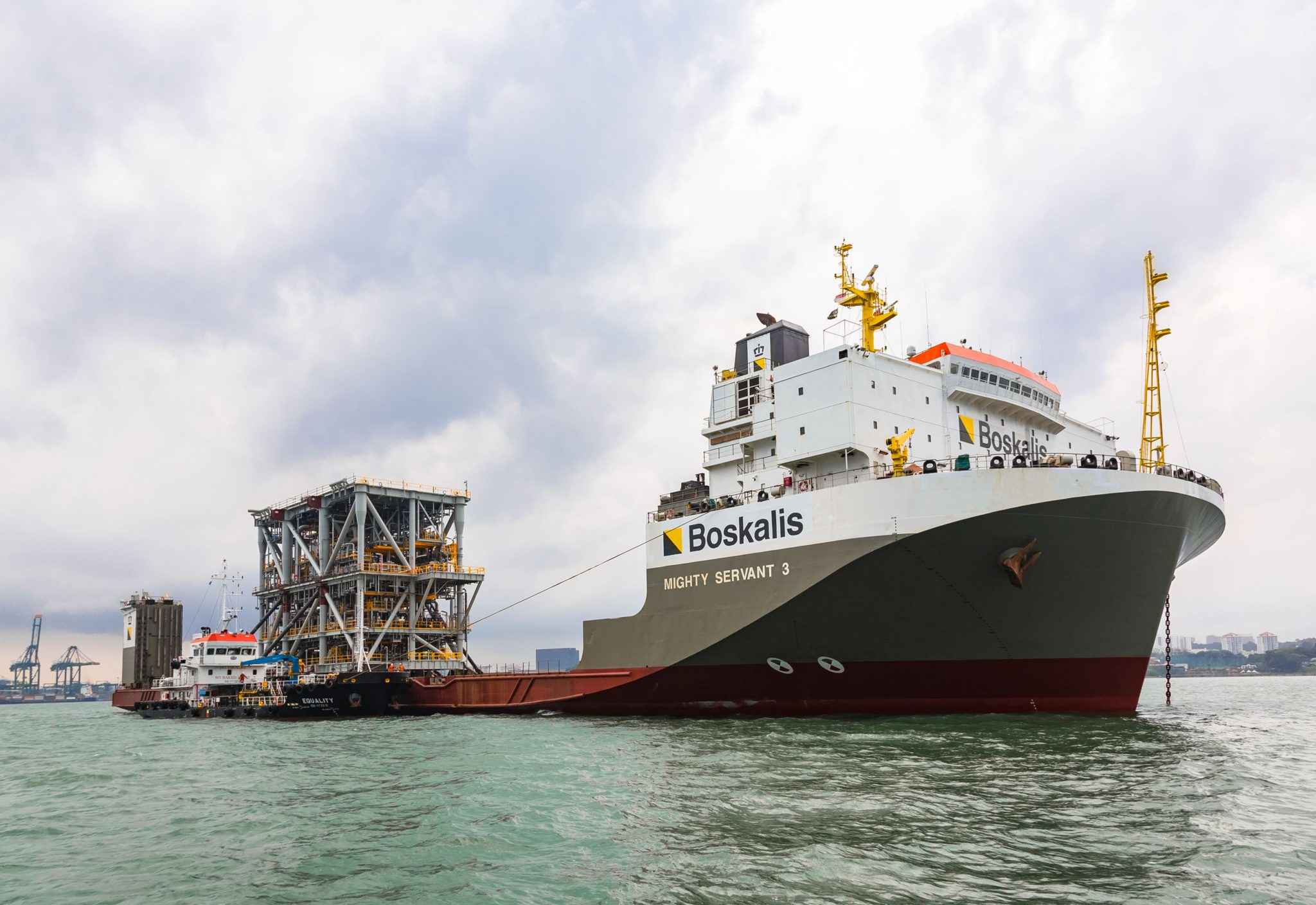 Boskalis secures important LNG module transport contract