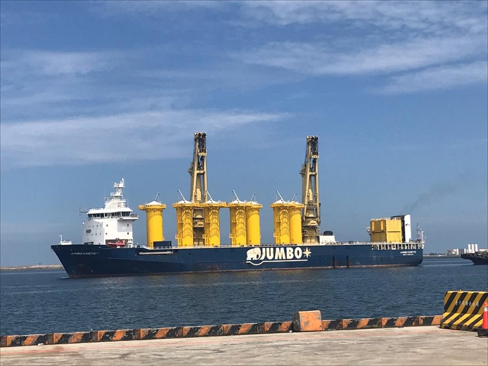 Jumbo ships large TP's for first offshore windfarm in Taiwan!