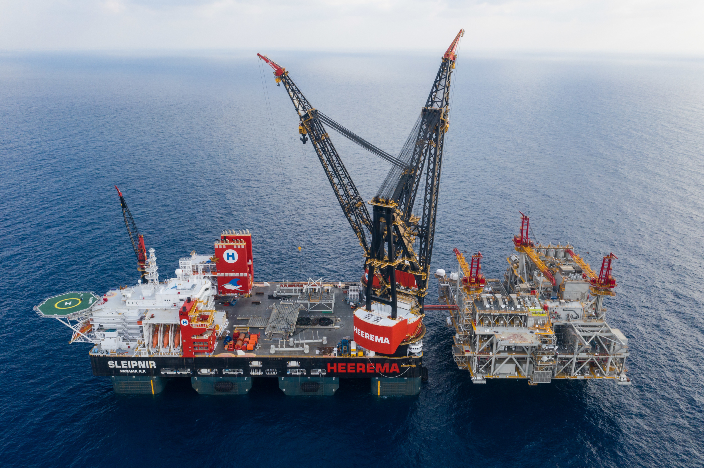 World record: Heerema's crane vessel Sleipnir lifts 15,300 tonnes