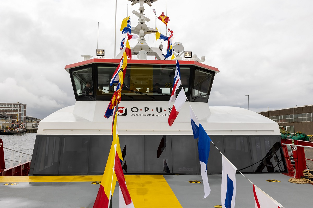 Opus Marine names Damen FCS 2710 in Cuxhaven