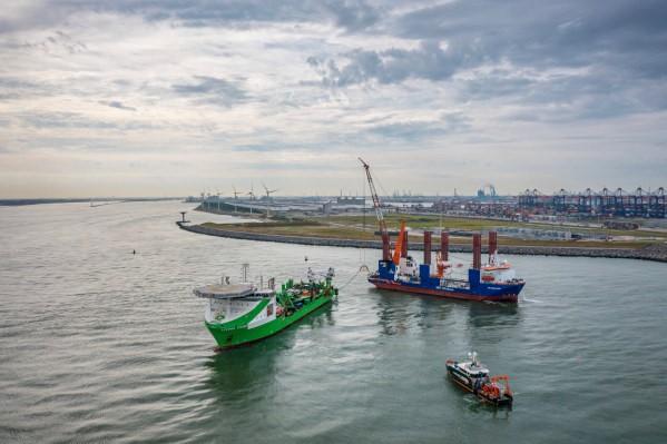 Onderwaterrobot legt kabels voor aansluiting Hollandse Kust (zuid)